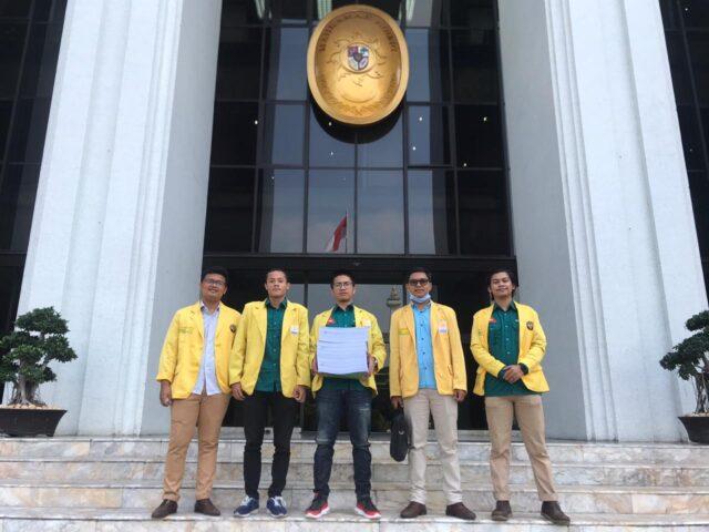 Mahasiswa Ilmu Hukum di Depan Gedung MA RI